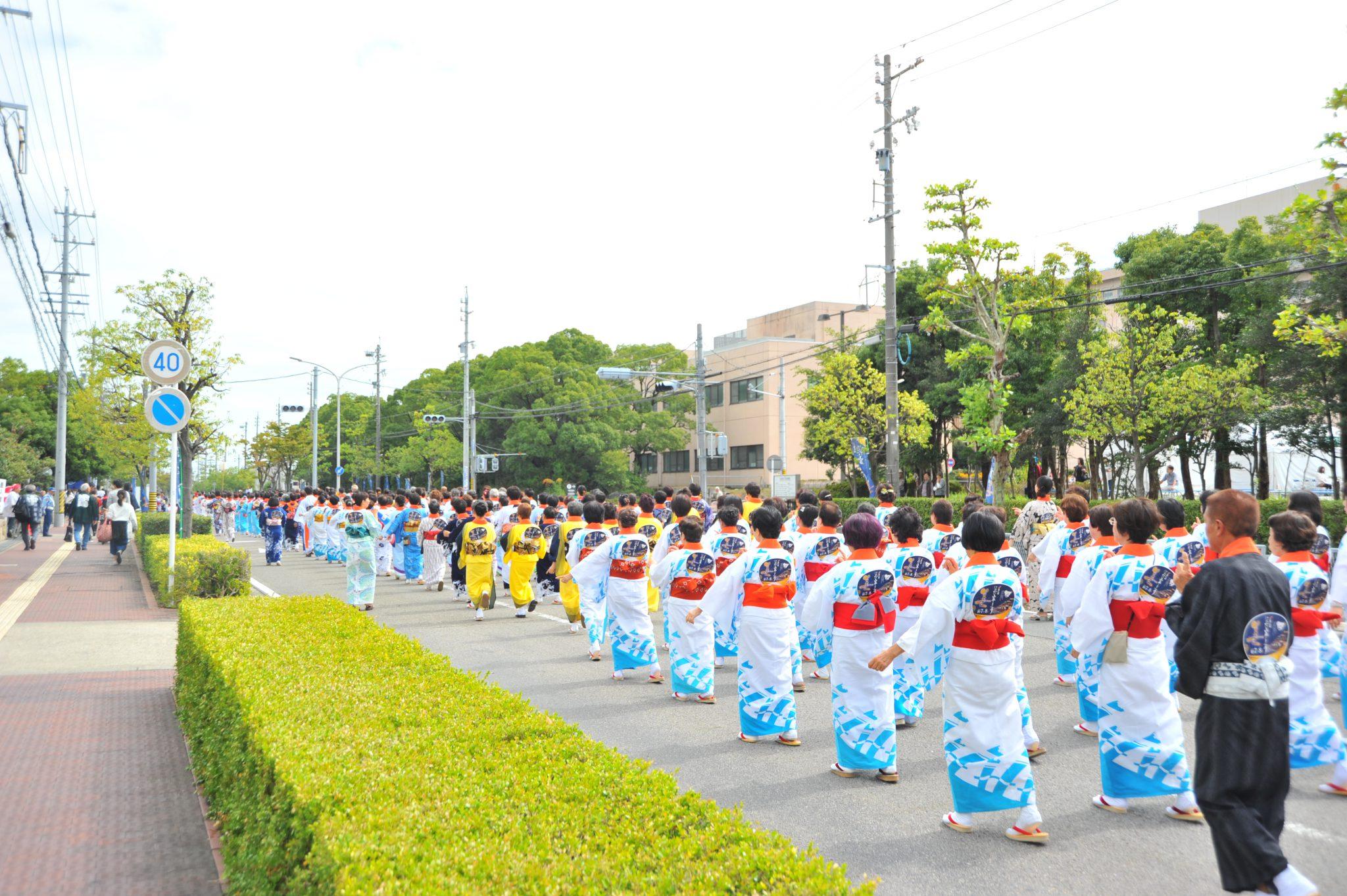 山車の入場に先立ち市民盆踊りパレード