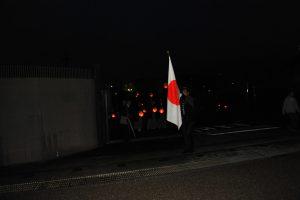 先頭は、日本国国旗 石川大介副会長